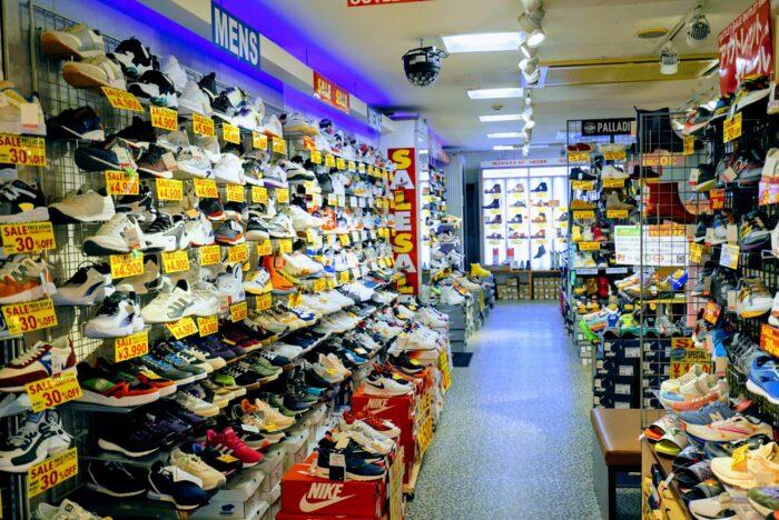 【イケダヤ靴店】アウトレット館を併設