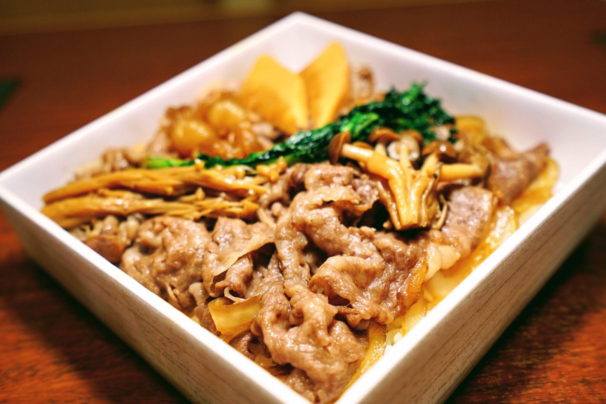 【しゃぶしゃぶ 鉢の木】牛すき鍋弁当 ¥1,500(税込)